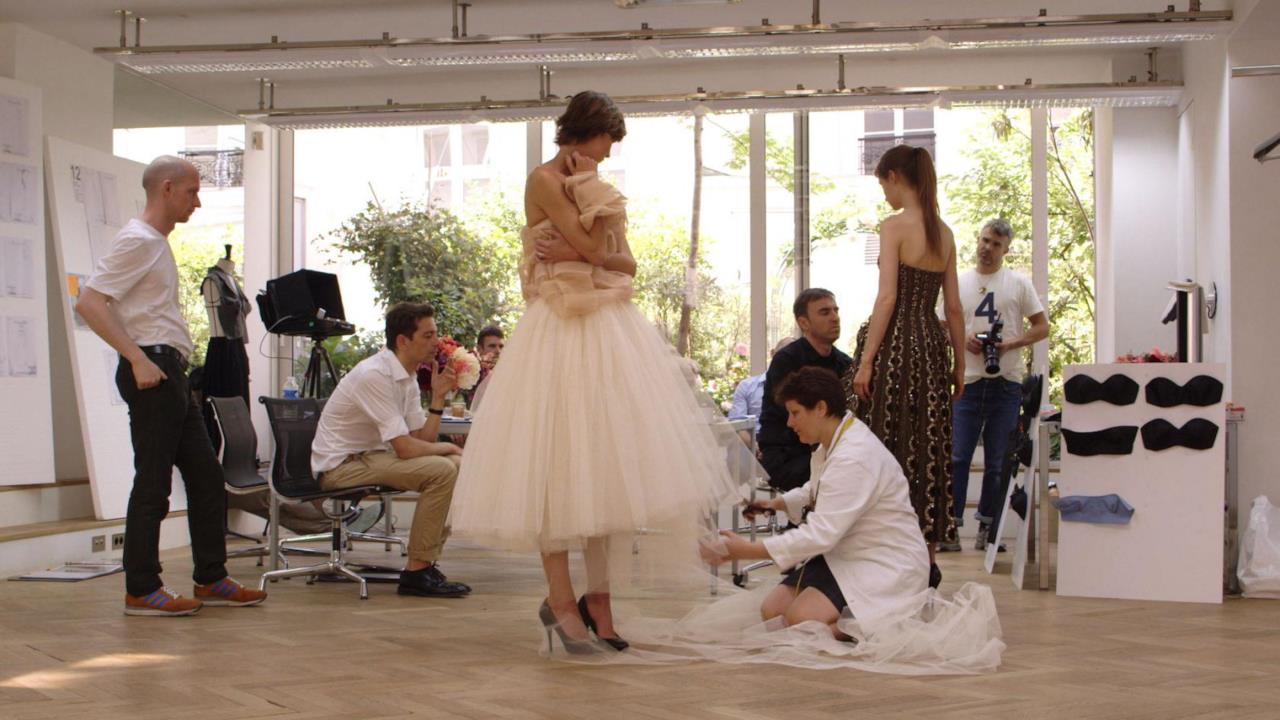 Una scena di Dior and I di Frederic Tcheng (2015)
