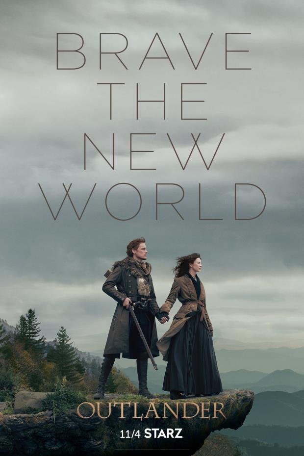 Jamie e Claire si tengono per mano nel poster