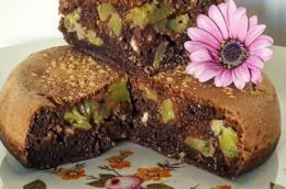 Fetta di tortino con pezzi di kiwi
