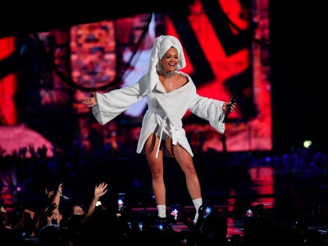 Rita Ora host degli MTV EMAs 2017: tutti i vincitori