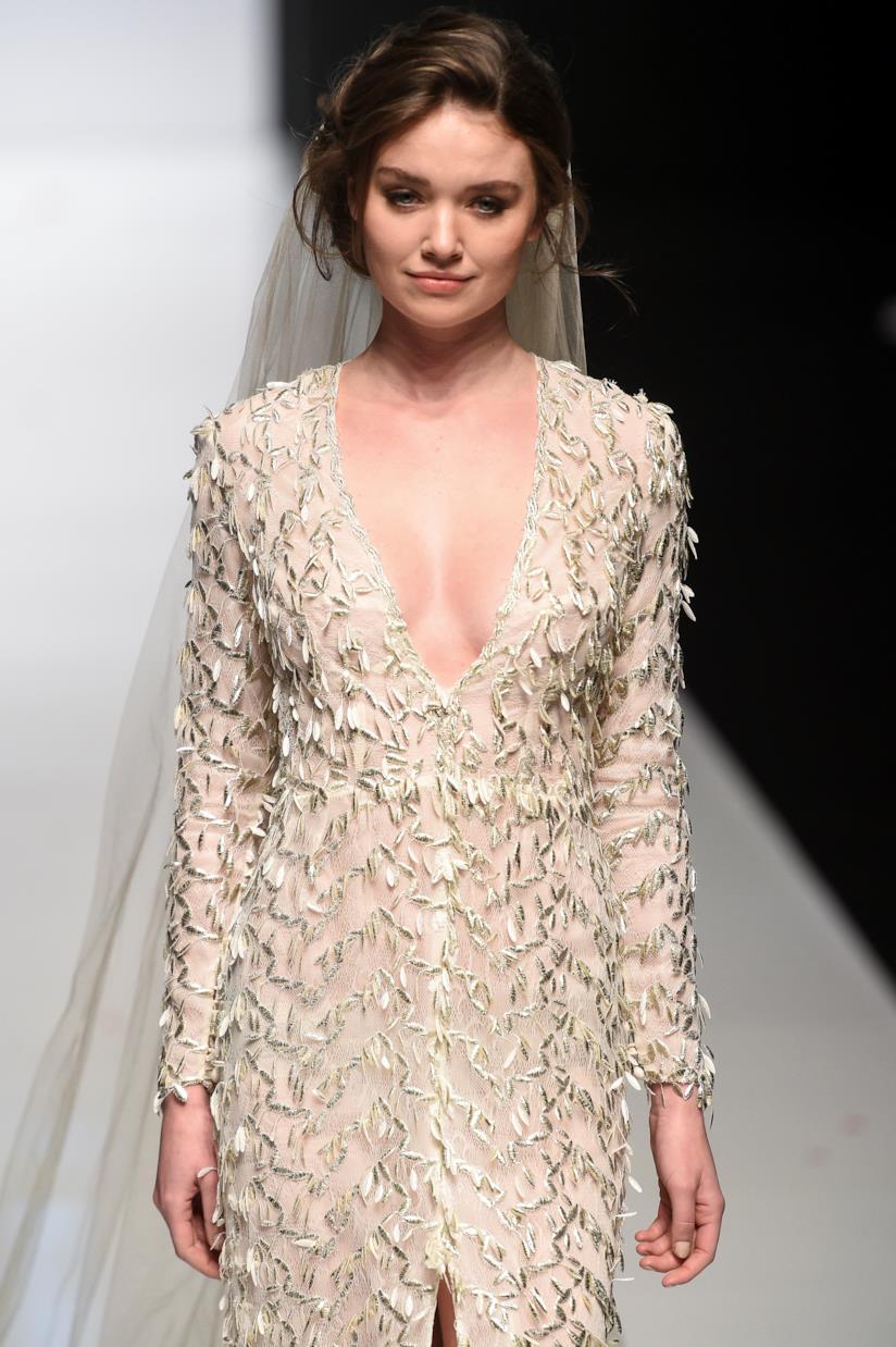 Hairstyle per una sposa con capelli medi
