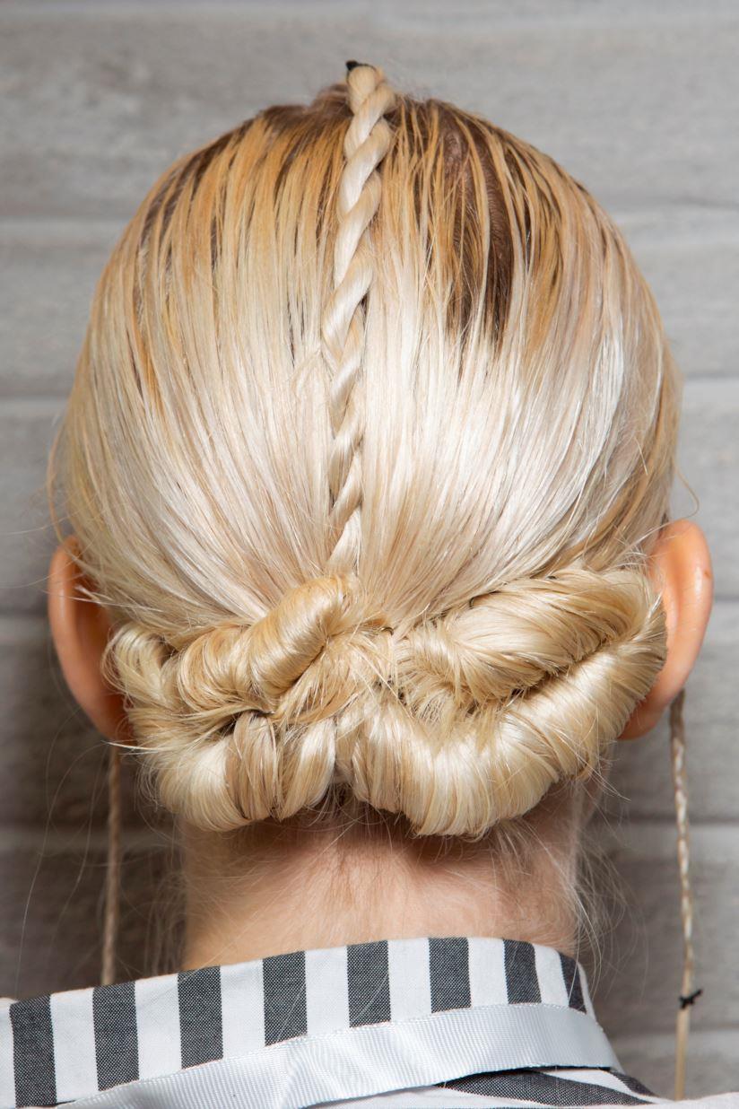 Acconciatura capelli lunghi