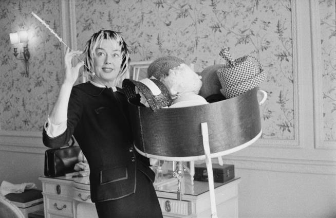L'attrice Rosalind Russell recita nel ruolo di Hildy Johnson in La signora del venerdì