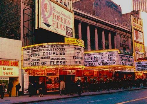 Una foto storica della 42esima strada di New York anni settanta