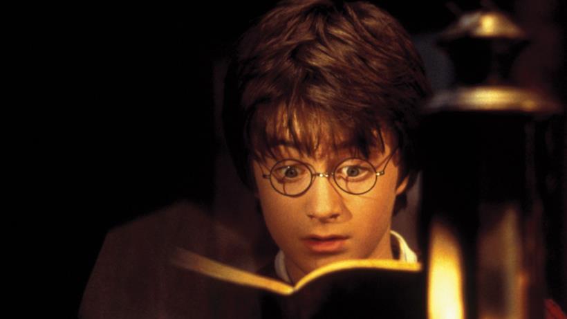 Harry Potter legge un libro