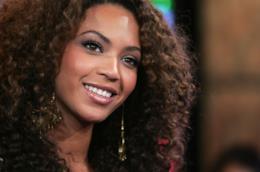 Beyonce con i capelli ricci