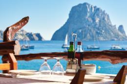 Cocktails sulla spiaggia di Ibiza