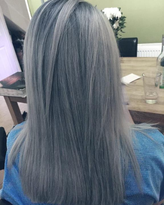 Colori capelli 2018 il grigio - Bagno di colore grigio capelli ...