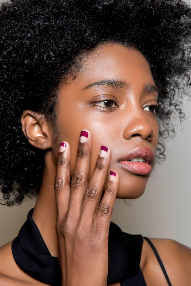 Nail art in gel viola chiaro