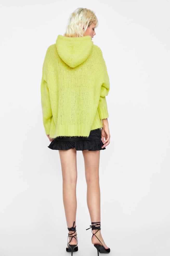 La maglia oversize vista dal retro