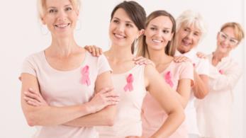 Un gruppo di donne con il fiocco rosa della ricerca