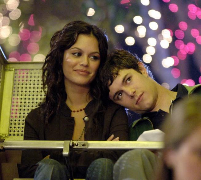 Rachel Bilson con Adam Brody in The O.C.