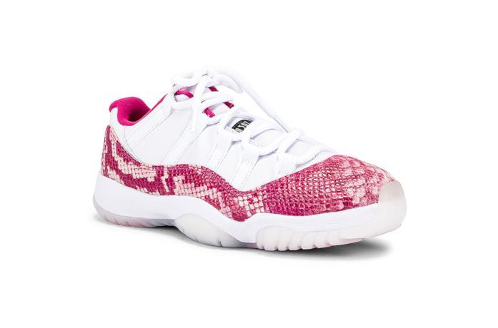 Air Jordan XI bianche e rosa effetto pelle di serpente