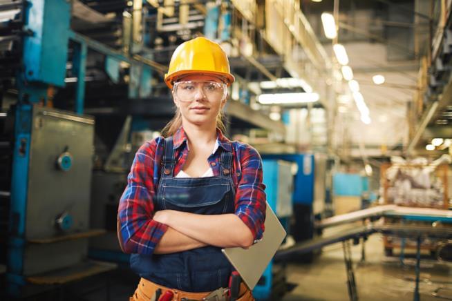 Una donna sul posto di lavoro.