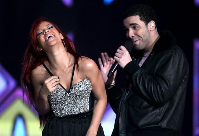 Rihanna e Drake in una vecchia foto insieme