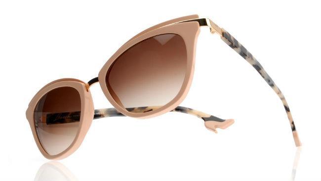 In rosa anche gli occhiali da sole Face à Face