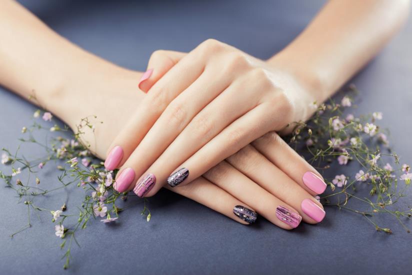 Manicure silver e rosa
