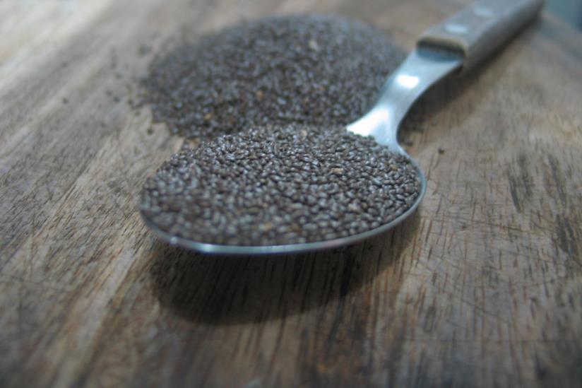 Cucchiaio ripieno di semi di chia