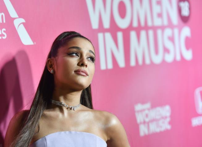 Ariana Grande in vetta nella prima hit parade inglese di febbraio