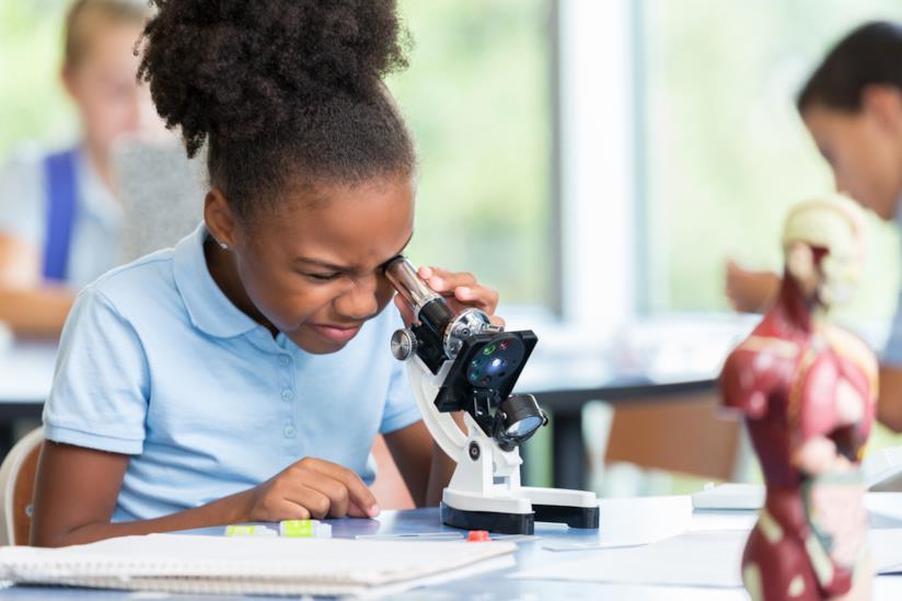 Bambina scienziata