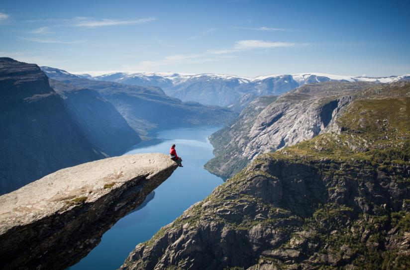 "Trolltunga: la caratteristica roccia ""lingua Troll"" in Norvegia"
