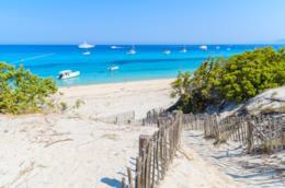Una spiaggia della Corsica