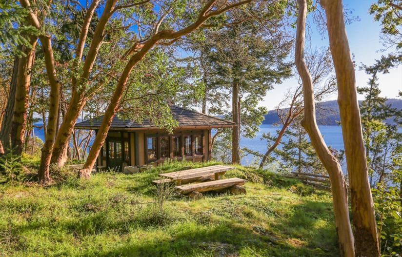 La Casa del té affacciata sul lago