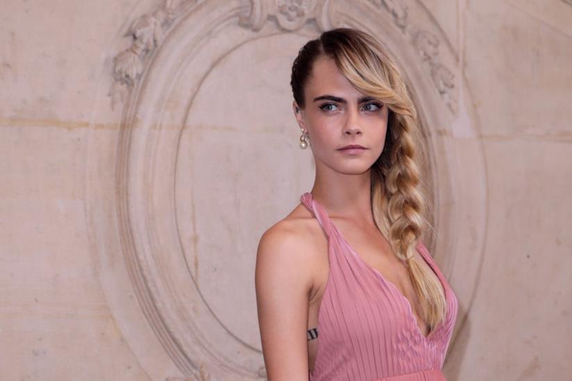 L'hairstyle con treccia di Cara Delevingne