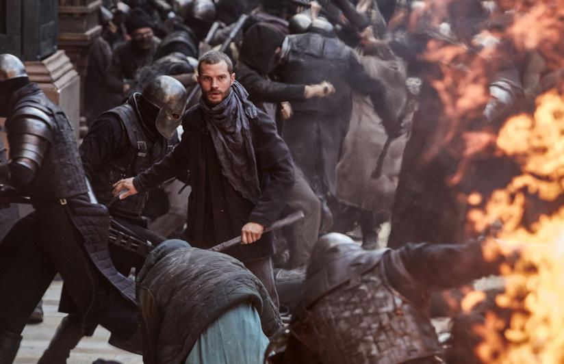 Una scena di Robin Hood - L'origine della leggenda con Jamie Dornan