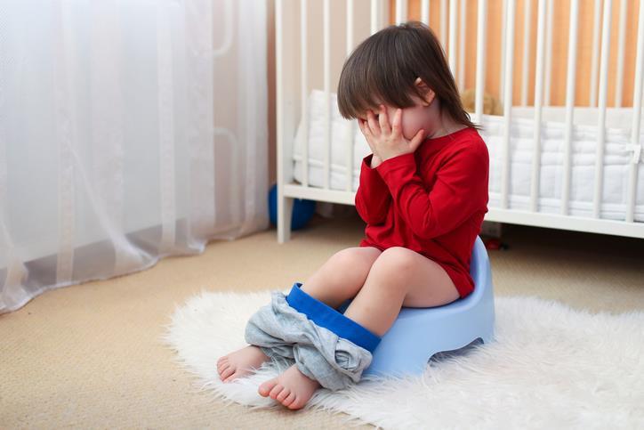 Togliere i pannolini ai neonati: bimbi in difficoltà con il vasino