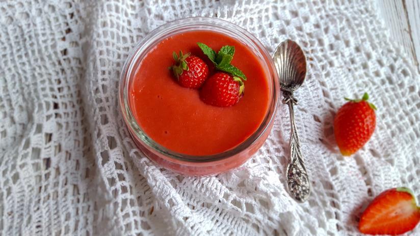 Barattolino con purea di frutti rosso