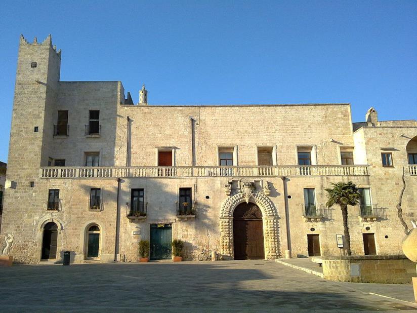 La facciata di Palazzo Risolo a Specchia