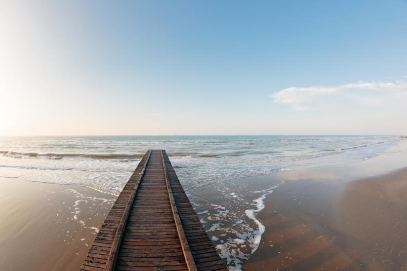 Una passerella sulla spiaggia di Jesolo
