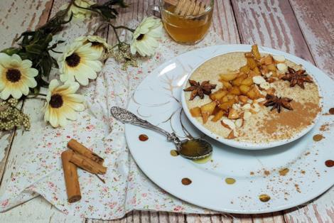 Piatto con porridge alle spezie