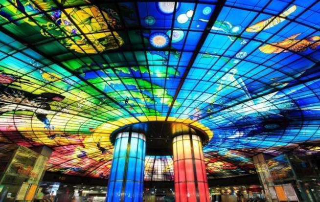 Stazione Formosa Boulevard, Kaohsiung, Taiwan installazione