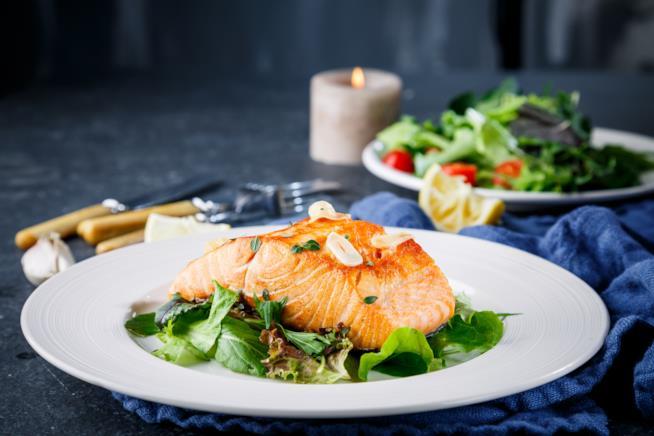 Il pesce, come il salmone, è perfetto per essere consumato a cena