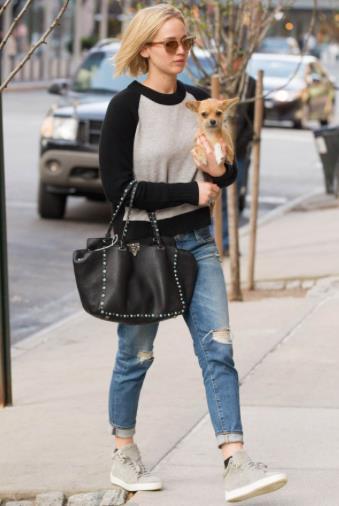 Jennifer Lawrence in giro con il suo cane