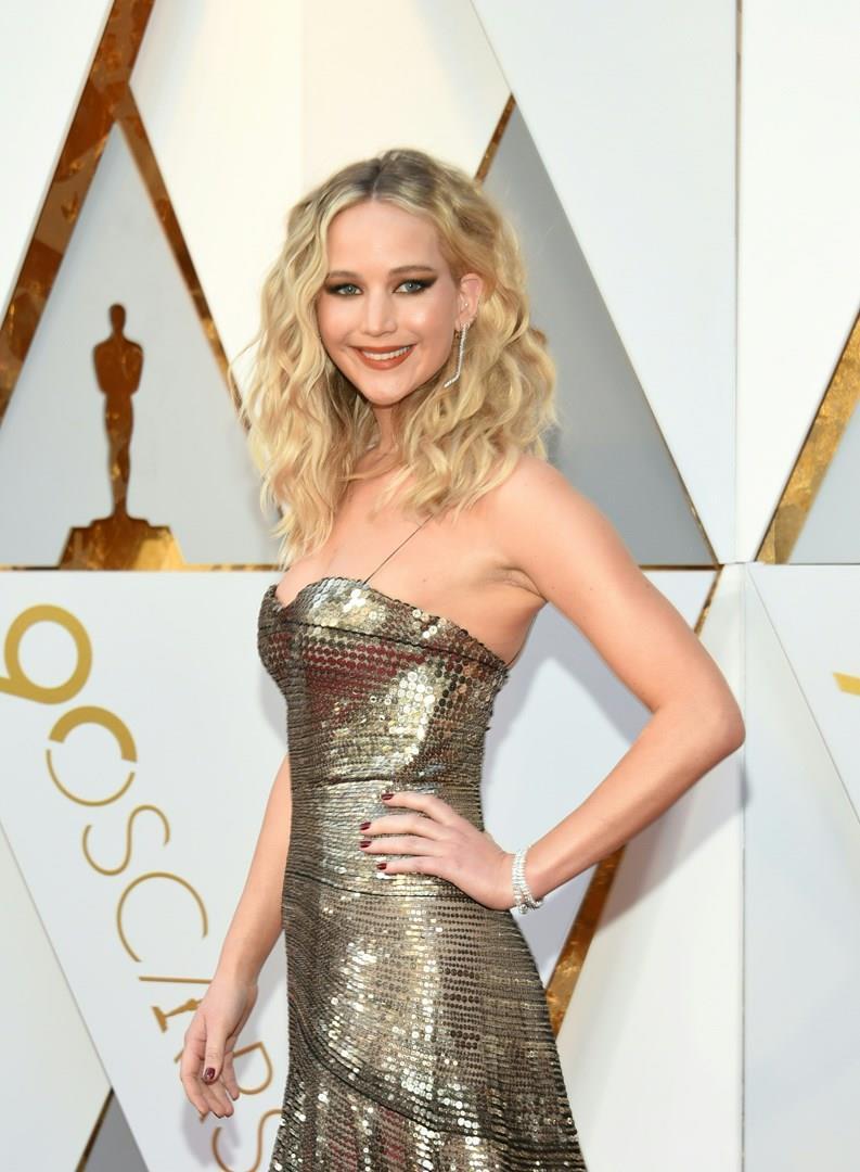 Jennifer Lawrence vanta una silhouette perfetta