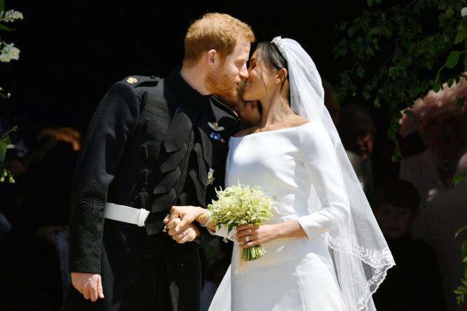 Il bacio di Harry e Meghan dopo la cerimonia
