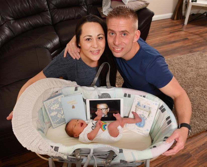Lynette e Nathan con il figlio nato grazie all'aiuto economico di George Michael