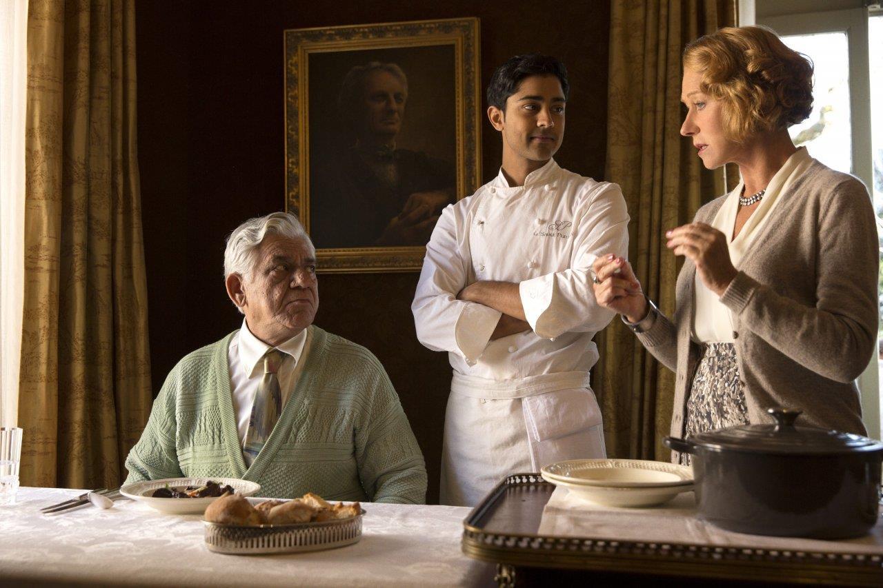 Helen Mirren in una scena di Amore, cucina e curry di Lasse Hallström (2014)