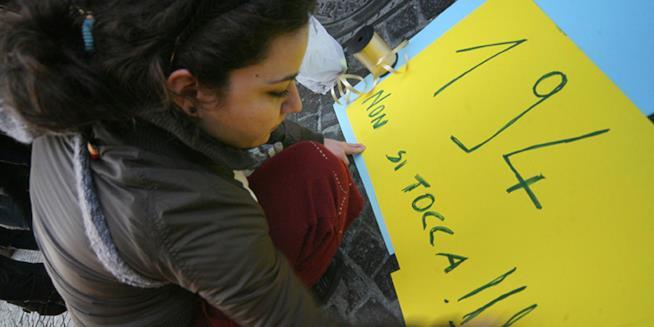 Manifestazione in difesa della legge 194 in piazza Vanvitelli a Napoli