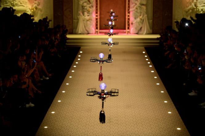 Il sistema di droni nella sfilata di Dolce & Gabbana