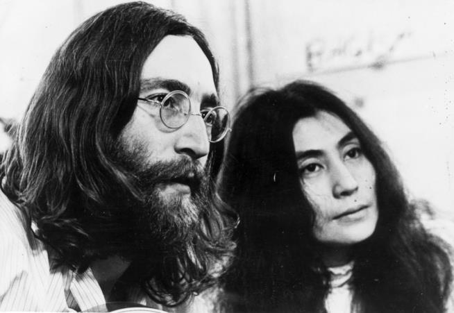 John Lennon con la moglie Yoko Ono