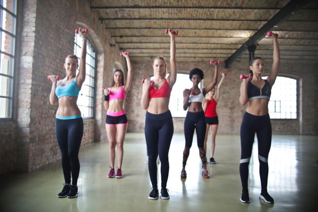 Un gruppo di donne si allena