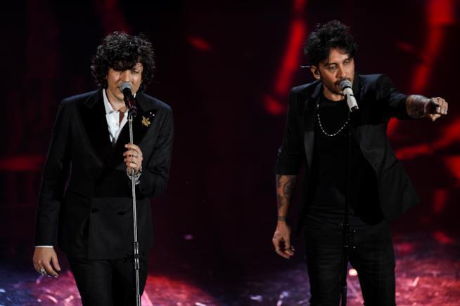 Ermal Meta e Fabrizio Moro sul palco di Sanremo 2018