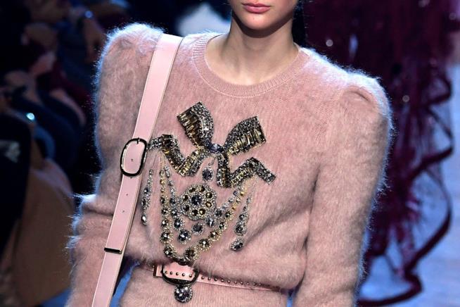 Il rosa è uno dei colori di punta della nuova collezione di Elie Saab