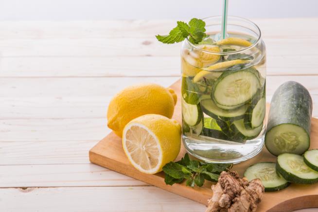 Acqua con cetriolo, zenzero e limone