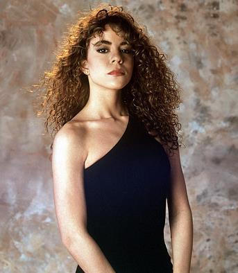 Mariah Carey a 16 anni in una foto mezzobusto
