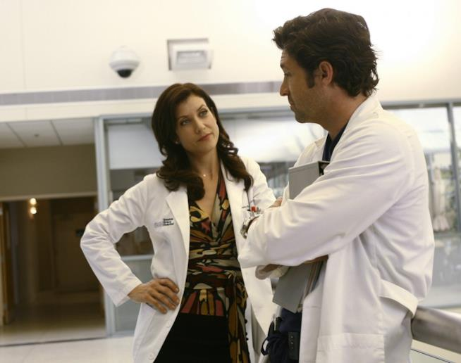 Addison e Derek in una scena di Grey's Anatomy